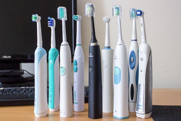 Bàn chải đánh răng điện có tốt cho răng miệng như lời đồn?